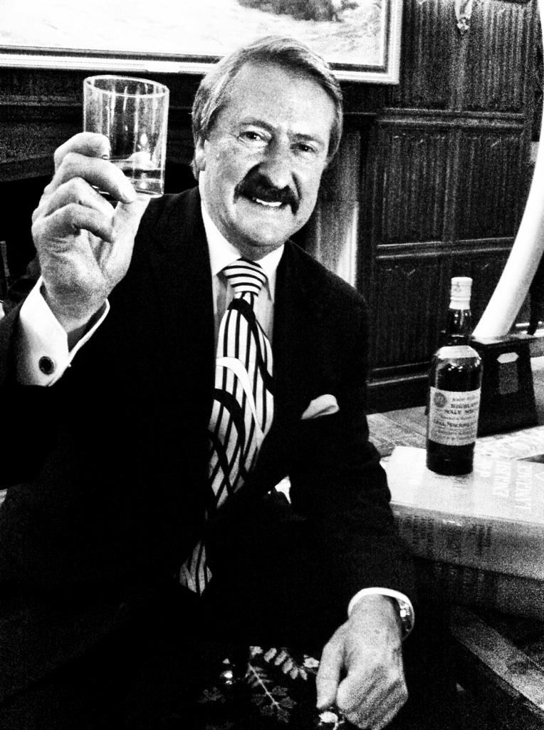 Richard Paterson, Master Blender of Whyte & Mackay, holding the Mackinlay's Rare Old Highland Malt Whisky