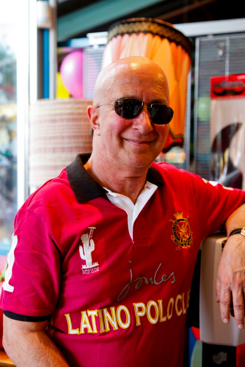 Paul Shaffer poses at Lynn's Paradise Cafe after having some lunch the day after Kentucky Derby 139