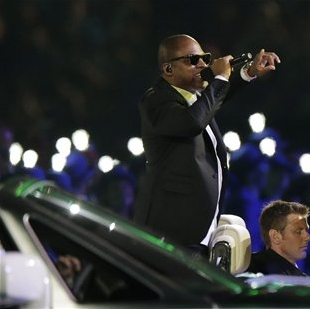 Taio Cruz sings Dynamite at London Olympics Closing Ceremonies