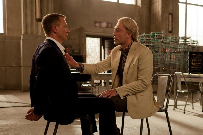 Skyfall James Bond - A scene that hints at homosexuality between James Bond (Daniel Craig) and Villain silva Javier Bardem
